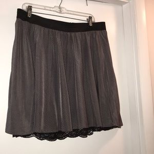 Elastic waistband mini skirt